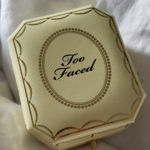Too Faced Makeup - Too Faced Diamond Light Highlighter in Canary